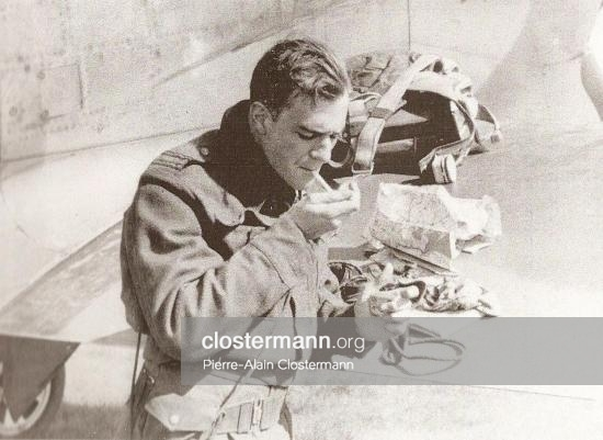 Pierre-Clostermann-en-retour-de-mission-Mars-1945.jpg