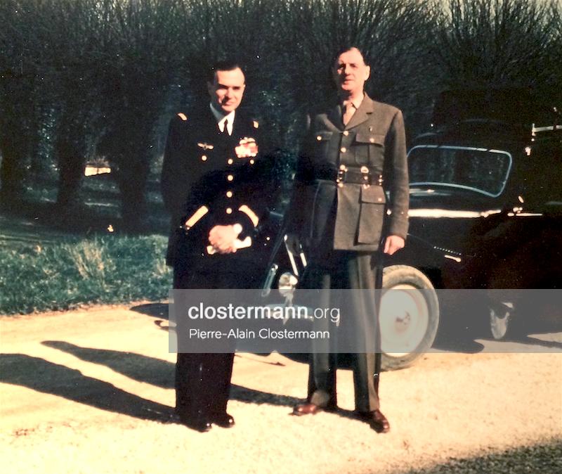 Fig. 2 : Le général de Gaulle et Pierre Clostermann sur le parvis de Saint-Thierry.
